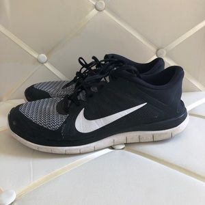 meilleures baskets f5904 b957b Women Nike Free 4.0 Running Shoes on Poshmark